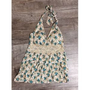 Soft ruffled halter top with lace details